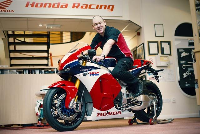 Chu nhan dau tien cua sieu moto Honda RC213V-S la ai? hinh anh
