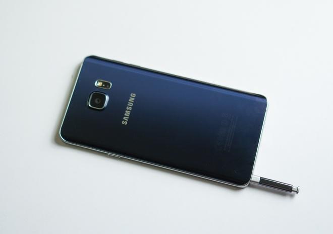 Galaxy Note 5 cu gia hon 10 trieu hut khach Viet hinh anh