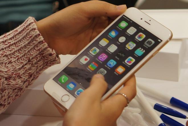 iPhone khong thoat khoi bao giam gia cuoi nam hinh anh 1