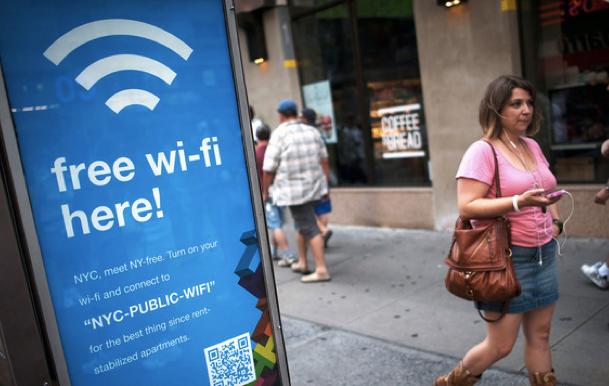 Cai gia thuc su khi su dung Wi-Fi mien phi hinh anh