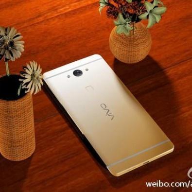 Smartphone RAM 6 GB lo anh man hinh cong tuyet dep hinh anh 4