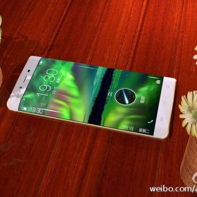 Smartphone RAM 6 GB lo anh man hinh cong tuyet dep hinh anh 3