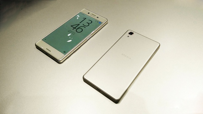 Sony muon dinh nghia lai smartphone tam trung? hinh anh 2