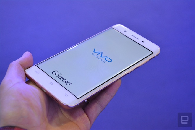 Can canh smartphone man hinh cong, RAM 6 GB hinh anh 3