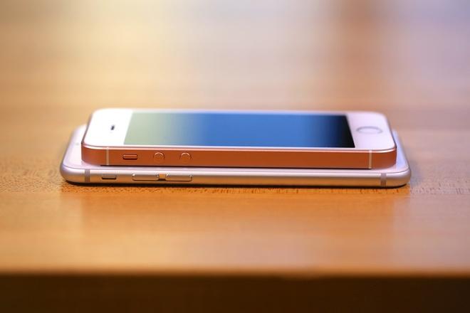 Apple dang ban 23 ban iPhone hinh anh 2