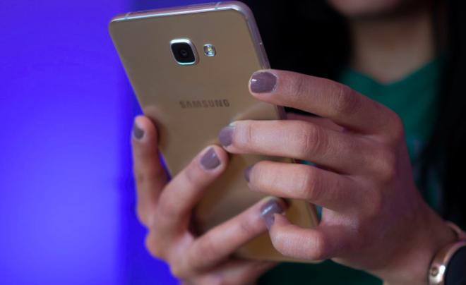Galaxy A9 Pro ra mat voi RAM 4 GB, pin 5.000 mAh hinh anh