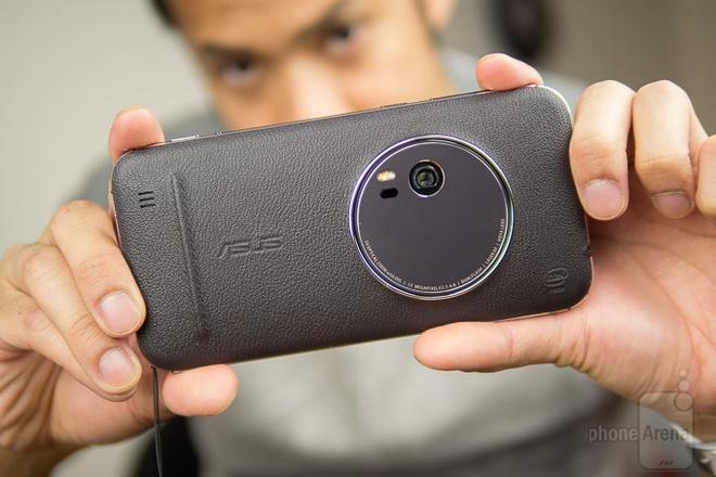 Zenfone Zoom duoc chao ban gia 13,5 trieu dong o VN hinh anh 1
