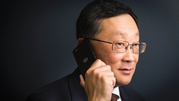 BlackBerry chuyen huong sang smartphone tam trung hinh anh