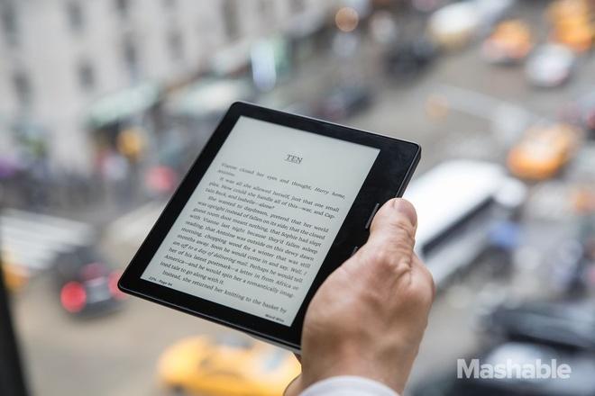 Amazon Kindle Oasis ra mat voi thiet ke mong, gia cao hinh anh 3