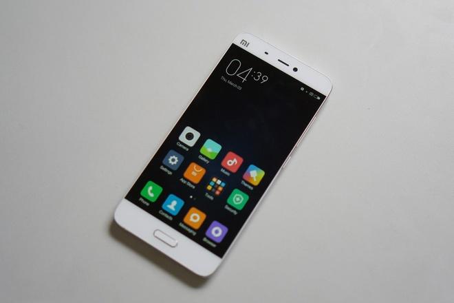 Xiaomi Mi 5, LG V10 giam gia con hon 7 trieu dong hinh anh