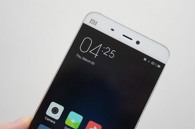 Xuat hien smartphone bom tan man hinh 4,3 inch tu Xiaomi hinh anh