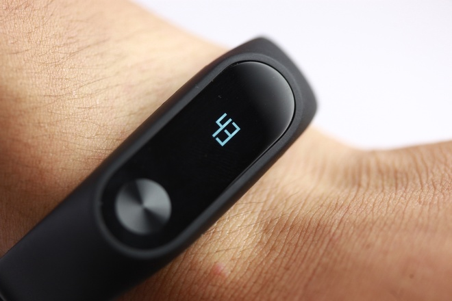 Vong deo tay Xiaomi Mi Band 2 gia 750.000 dong tai VN hinh anh 10
