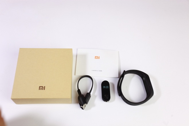 Vong deo tay Xiaomi Mi Band 2 gia 750.000 dong tai VN hinh anh 3