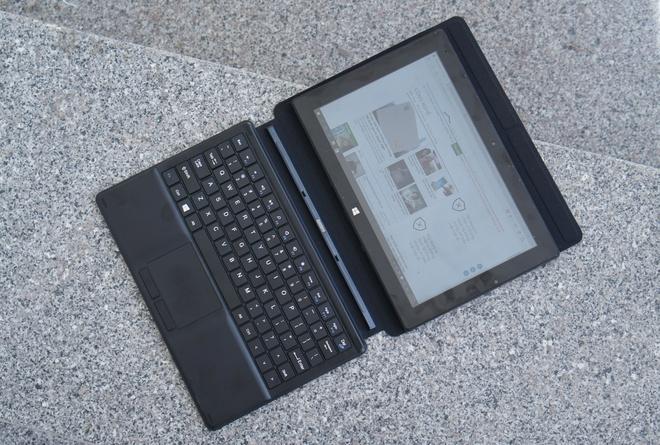 Tablet chay Windows 10 co ban phim roi gia 5 trieu tai VN hinh anh