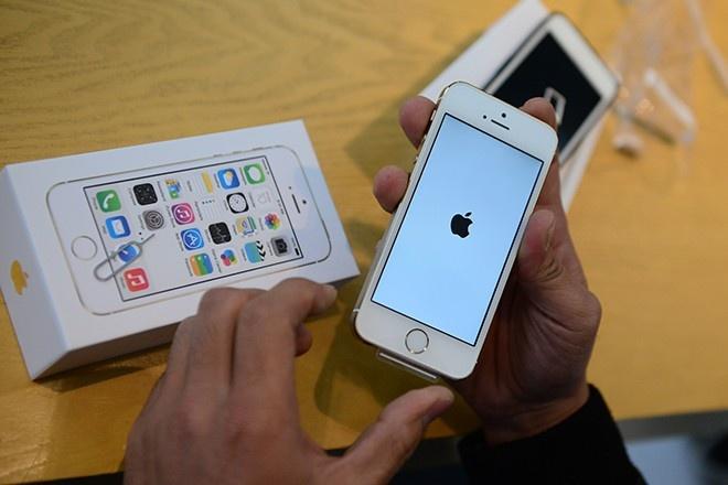 iPhone 5S lam mua lam gio o nhom tam trung tai VN hinh anh