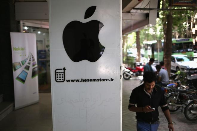 Iran doa cam iPhone, tich thu toan bo may cu hinh anh 1