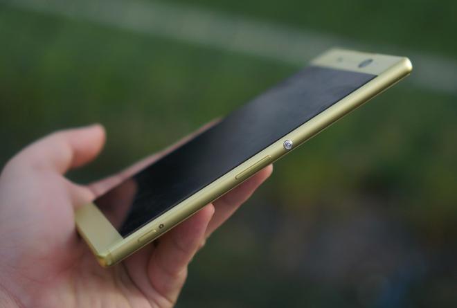 Sony Xperia XA Ultra - phablet dang dep, gia 9 trieu dong hinh anh