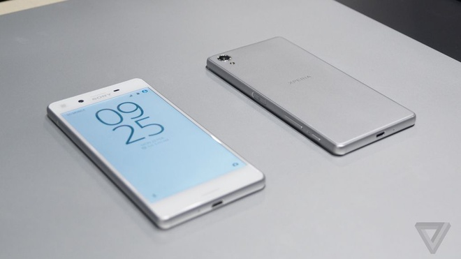 Sony Xperia X tiep tuc giam gia hinh anh