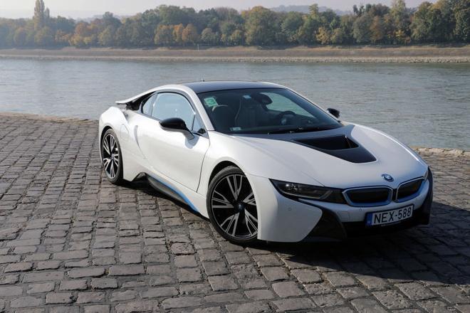 BMW i8 moi manh hon ca Lamborghini Aventador hinh anh