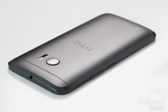 2 smartphone tam trung dong Desire 10 ra mat thang sau hinh anh