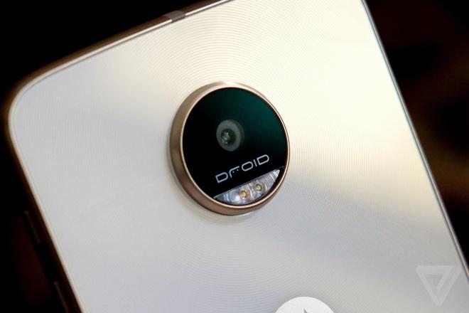 Lenovo ra mat Moto Z Play voi pin 2 ngay, gia 400 USD hinh anh 1