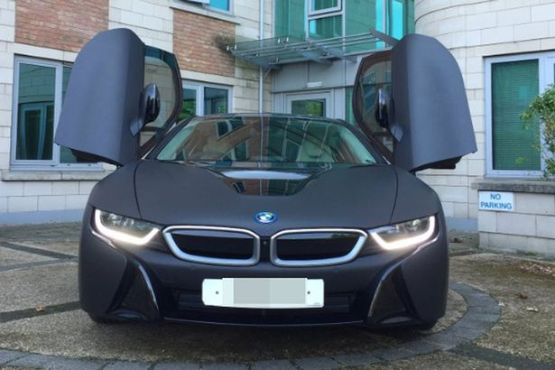 Sao Leicester dua nhau do xe BMW i8 moi duoc tang hinh anh
