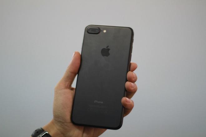 iPhone 7 duoc ban nhu rau ngoai cho hinh anh 33