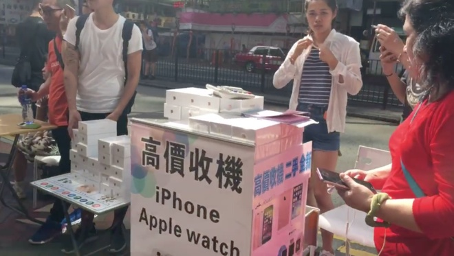 iPhone 7 duoc ban nhu rau ngoai cho hinh anh