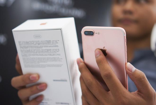 iPhone 7, 7 Plus loan gia tai Viet Nam hinh anh