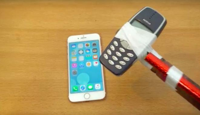 Dung 'bua' Nokia 3310 thu do ben iPhone 7 hinh anh