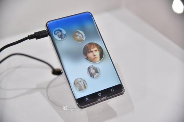 Smartphone man hinh cong, khong ban le tu Sharp hinh anh