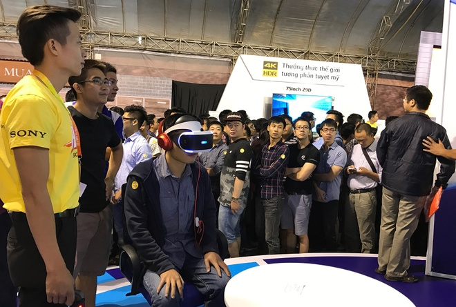 Playstation VR, Xperia ZX hut khach tai Sony Show Ha Noi hinh anh 2