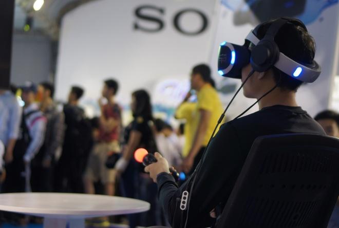Playstation VR, Xperia ZX hut khach tai Sony Show Ha Noi hinh anh 1