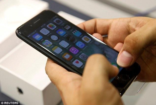 iPhone 7 32 GB cham hon 8 lan so voi ban 128 GB hinh anh