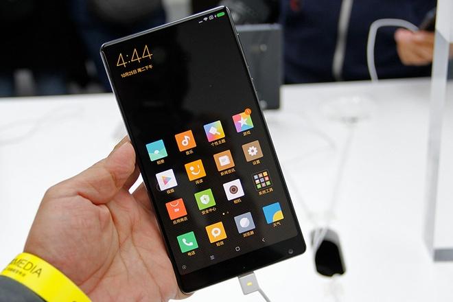 Smartphone cua tuong lai Mi Mix chay hang sau 10 giay hinh anh 1