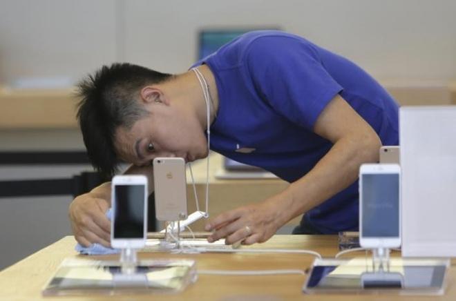 Nguoi Trung Quoc keu troi vi iPhone 6/6S dot tu hang loat hinh anh