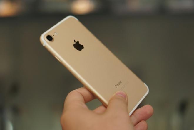 Apple co tinh han che hieu nang iPhone 7 hinh anh