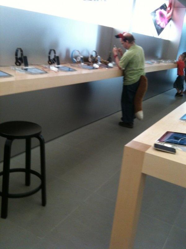 Nhung hinh anh hai huoc chi co tai Apple Store hinh anh 2