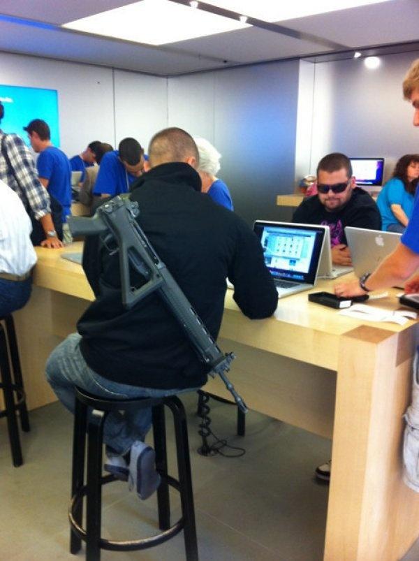 Nhung hinh anh hai huoc chi co tai Apple Store hinh anh 7