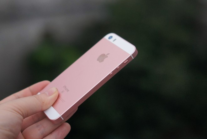 iPhone SE chinh thuc giam gia 2 trieu dong hinh anh