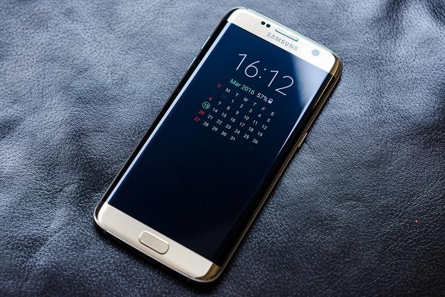 Di dong cao cap Samsung giam gia tien trieu tai VN hinh anh