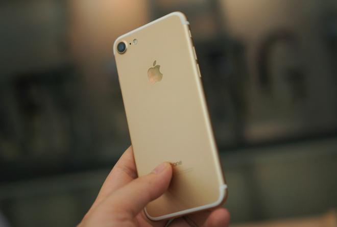iPhone 7 qua su dung ve nhieu, nguoi dung van tho o hinh anh