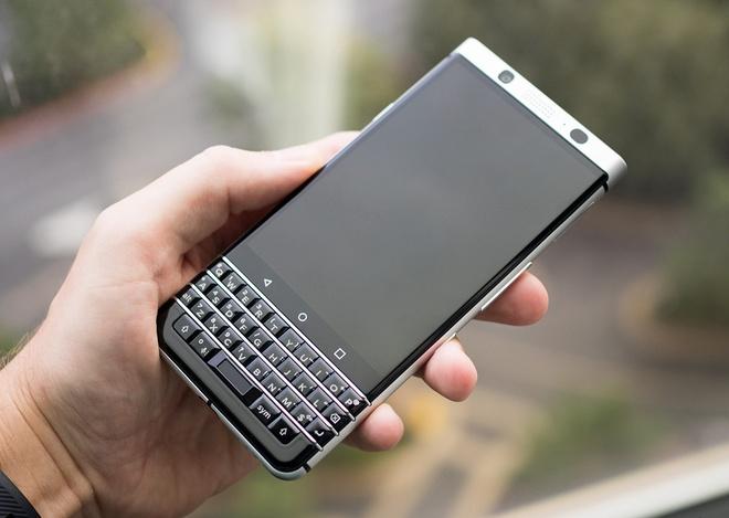 Anh thuc te ban mau BlackBerry Mercury voi ban phim QWERTY hinh anh