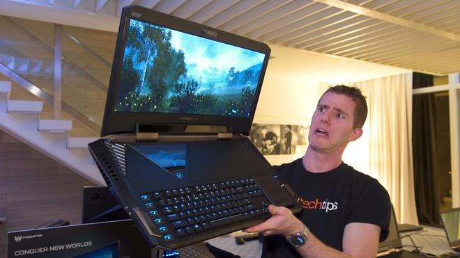 Laptop ngay mot to lon va nang ne: Loi tai VR hinh anh