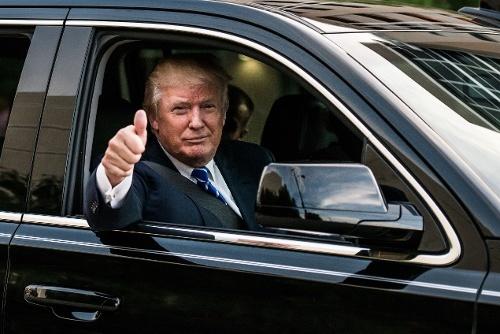Ong Donald Trump se di xe gi trong le nham chuc toi nay? hinh anh