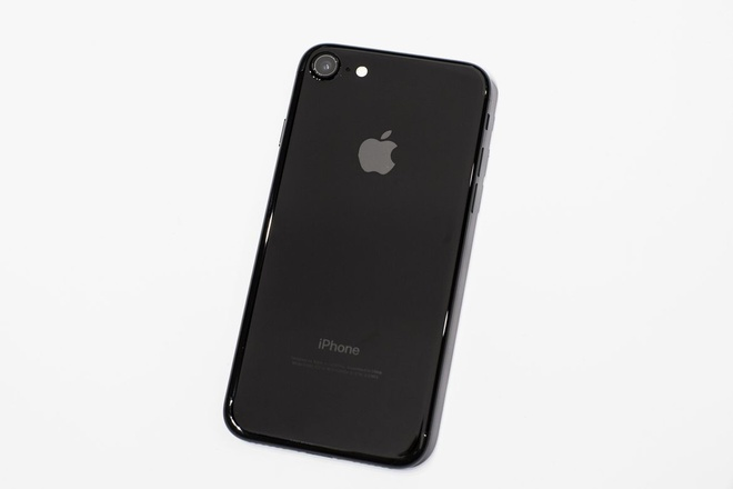iPhone Jet Black se het tray xuoc anh 1