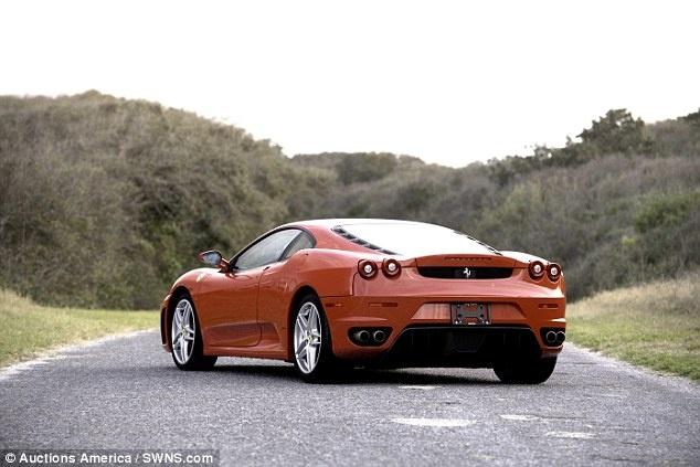 Dau gia sieu xe Ferrari cua Tong thong Donald Trump hinh anh