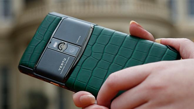 Vertu doi chu lan 3 trong 5 nam, ve tay 'ke thu' cua Nokia hinh anh 1