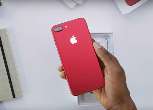 Nguoi Trung Quoc len con sot iPhone 7 mau do hinh anh