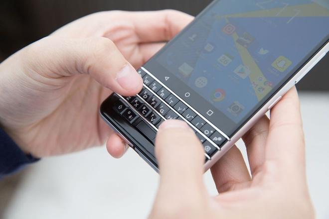 10 ly do nen vut bo iPhone 7 de mua BlackBerry KeyOne hinh anh 1